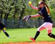 Softball_pitching